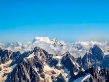 在云彩的勃朗峰 库存图片
