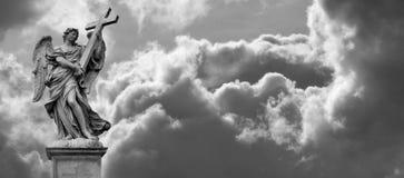 在云彩的天使 免版税库存照片