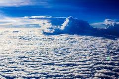 在天空的白色云彩 库存图片
