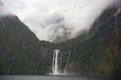 在云彩的山在斯特灵秋天上 免版税库存图片