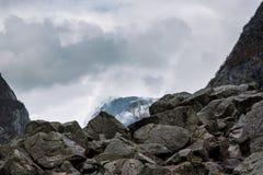 在云彩的山 图库摄影
