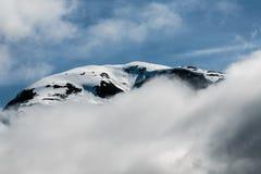 在云彩的峰顶 库存图片