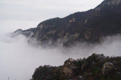 在云彩的庐山山 免版税库存图片