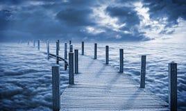 在云彩的桥梁 免版税库存图片