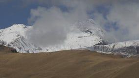 在云彩的美丽的Kazbek山 影视素材
