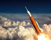 在云彩的美国空间发射系统 库存图片