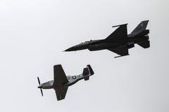 在云彩的蓝色天使喷气机 免版税库存图片