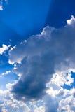 在云彩的阳光 免版税库存图片