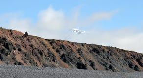 在云彩的雪山顶,冰岛。 免版税库存图片