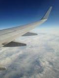 在云彩的飞机翼 库存照片