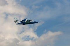 在云彩的飞行飞机 图库摄影