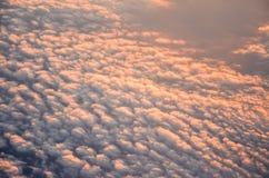 在云彩的鸟瞰图从飞机 免版税库存图片