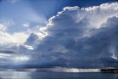 在云彩迈阿密海滩,上的蓝天海景在一个晴天 免版税库存图片