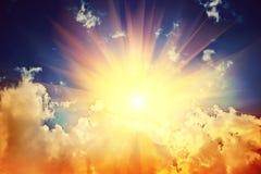 在云彩instagram窗框的光束 免版税图库摄影