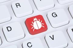 在互联网上的计算机病毒或特洛伊人网络安全 免版税库存照片
