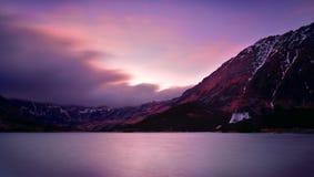 在五个湖谷Tatra山的日落 免版税图库摄影