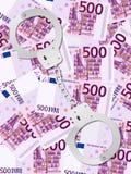 在五百欧元背景的手铐 免版税库存照片
