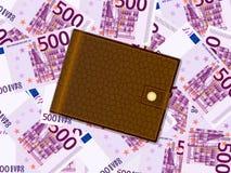 在五百欧元背景的钱包 免版税库存照片