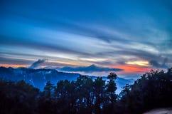 在五颜六色的天空的云彩 库存图片