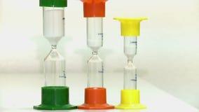 在五颜六色的烧瓶的滴漏在白色背景 影视素材