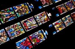 在五颜六色的玻璃的Medievel故事 库存照片