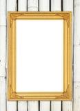 在五颜六色的竹墙壁上的空白的金黄框架 免版税库存照片