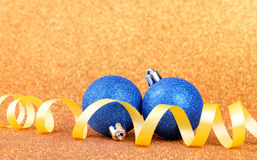 在五颜六色的背景的圣诞节欢乐装饰 图库摄影