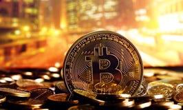 在五颜六色的背景的Bitcoin 免版税库存照片