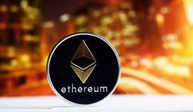 在五颜六色的背景的Ethereum硬币 库存图片