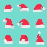 在五颜六色的背景隔绝的红色圣诞老人帽子 圣诞节假日圣诞老人帽子集合的标志 库存图片