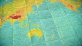 在五颜六色的葡萄酒世界地图的平底锅 库存例证