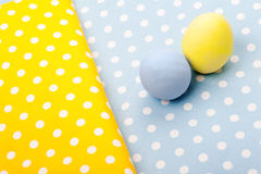 在五颜六色的餐巾的两个鸡蛋 图库摄影