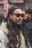在亚伯大Ferretti时装表演大厦之外的人们米兰的 免版税库存图片