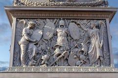 在亚历山大专栏的垫座的浅浮雕在圣彼德堡 免版税库存照片