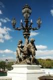 在亚历山大III桥梁的路灯柱 免版税库存照片