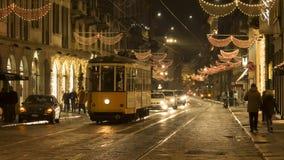在亚历山达罗・孟佐尼街道上的老电车在米兰 库存图片