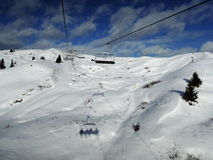 在亚尔他Badia手段- Sella朗达的滑雪电缆车-意大利阿尔卑斯- Dol 库存照片
