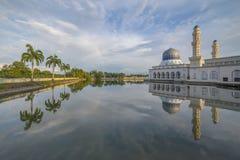 在亚庇市清真寺沙巴婆罗洲,马来西亚的美好的天 库存照片