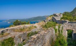 在亚得里亚海岸的古老堡垒墙壁  免版税库存图片