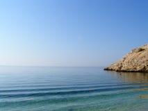 在亚得里亚海海岸的秘密海滩在克罗地亚 免版税图库摄影