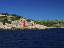 在亚得里亚海的海岸的小灯塔 图库摄影