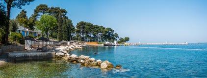 在亚得里亚海的海滩的度假胜地,地中海 库存图片