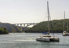 在亚得里亚,克罗地亚的桥梁 库存图片
