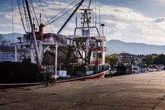 在亚洛瓦土耳其渔夫海湾的船  库存照片