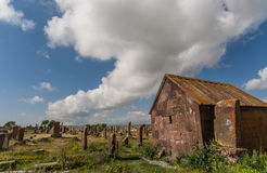 在亚美尼亚坟园Noratus的小大厦 库存照片