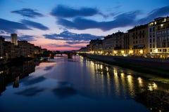 在亚诺河佛罗伦萨极大的河天空之上 免版税库存照片