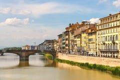 在亚诺河河的Ponte圣诞老人Trinita桥梁在佛罗伦萨 图库摄影