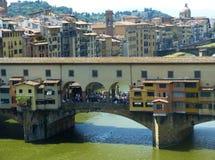 在亚诺河河的Ponte Vecchio在佛罗伦萨,意大利 免版税库存图片