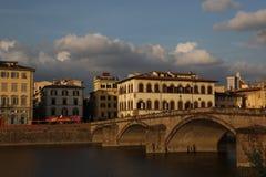 在亚诺河,佛罗伦萨,意大利的桥梁 免版税图库摄影