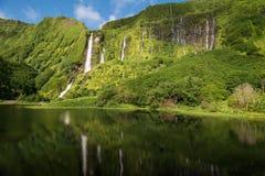 在亚速尔群岛的瀑布 免版税库存图片